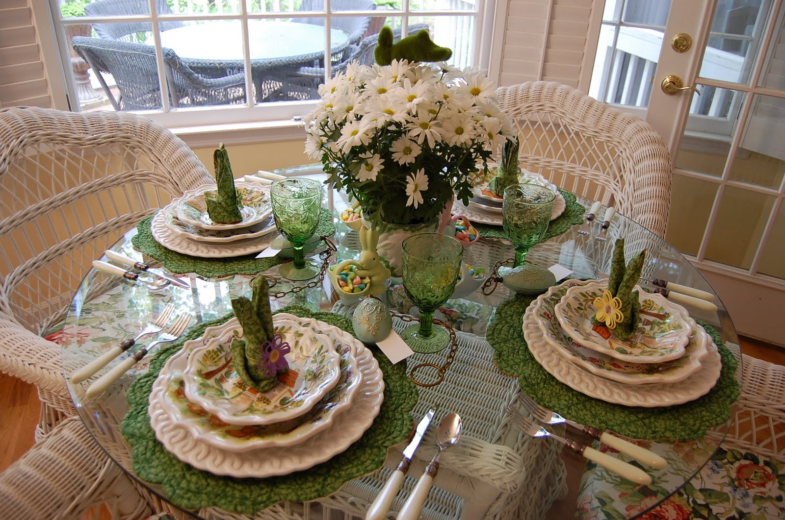 Table settings that will be the talk of your party for Easter dinner table setting ideas