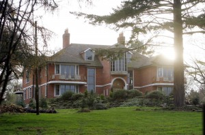 FILE PHOTO: TOM CRUISE AND KATIE HOLMES SUSSEX HOME UP FOR GRABS! It looks like the Sussex home owned by Tom Cruise and Katie Holmes could soon be with an estate agent near you