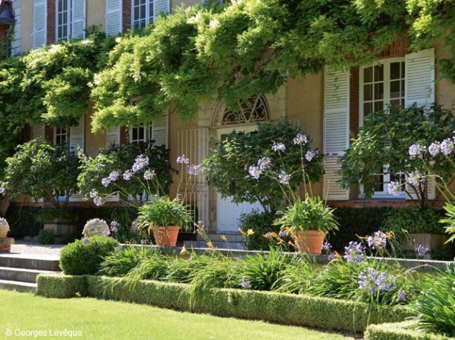France s finest the french country kitchen living winsomely for Jardin in french