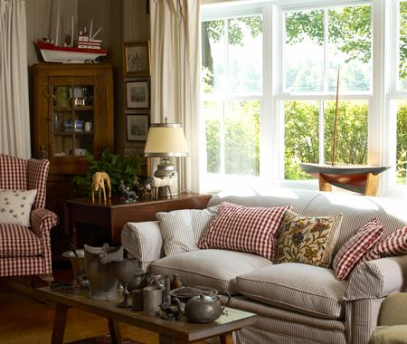 A potpourri of cottage style living rooms living for Country style family room ideas
