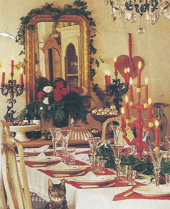 So Many Elegant And Grandiose Dining Room Ambiances Use The Never Failing Magical Muse Of Christmas For Their Amiable Spirited Presentation